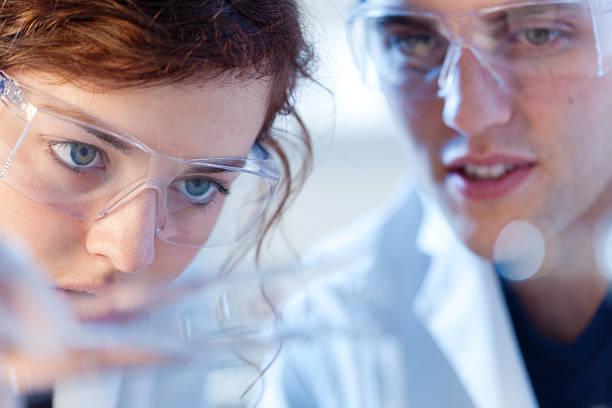 我是华工大三高分子材料专业学生,去美国读材料工程的MS,这个专业的就业前